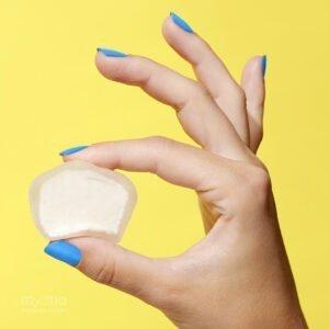 Vanilla My/Mochi hand hold